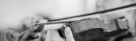 Schülerin spiel Geige - Detailaufnahme