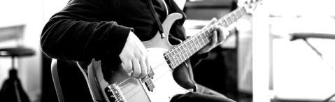 Johannes Hartmann spielt Bass