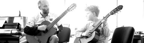 Holger Klein gibt Gitarrenunterricht
