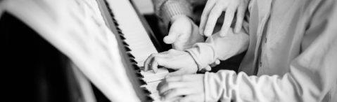 Christos gibt Klavierunterricht